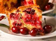 Рецепта Пухкав плодов сладкиш с череши, бадемово брашно  и ванилия